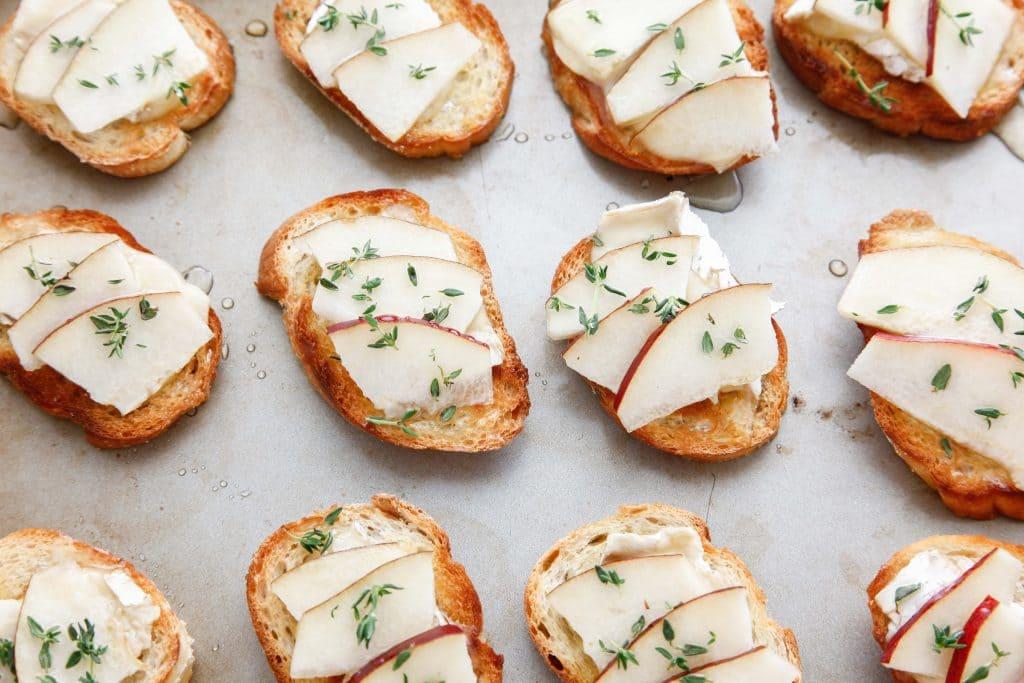 camembert-and-pear-crostini_-3
