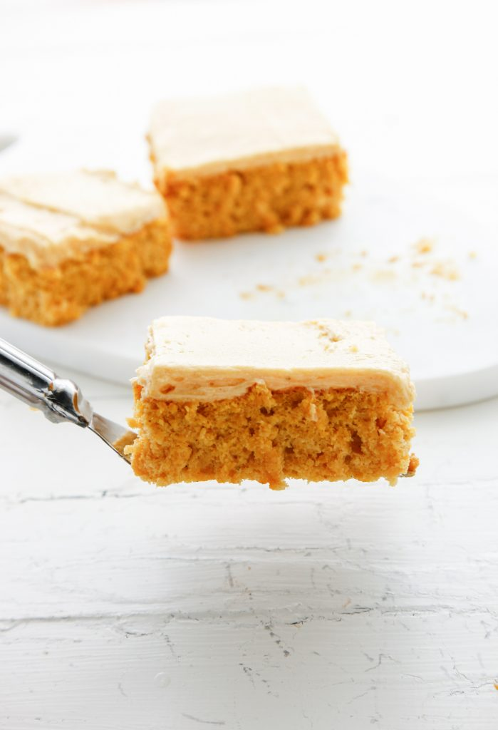pumpkin-chiffon-cake-with-pumpkin-buttercream_-7